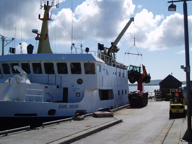 Loading the Earl Sigurd, Papay pier