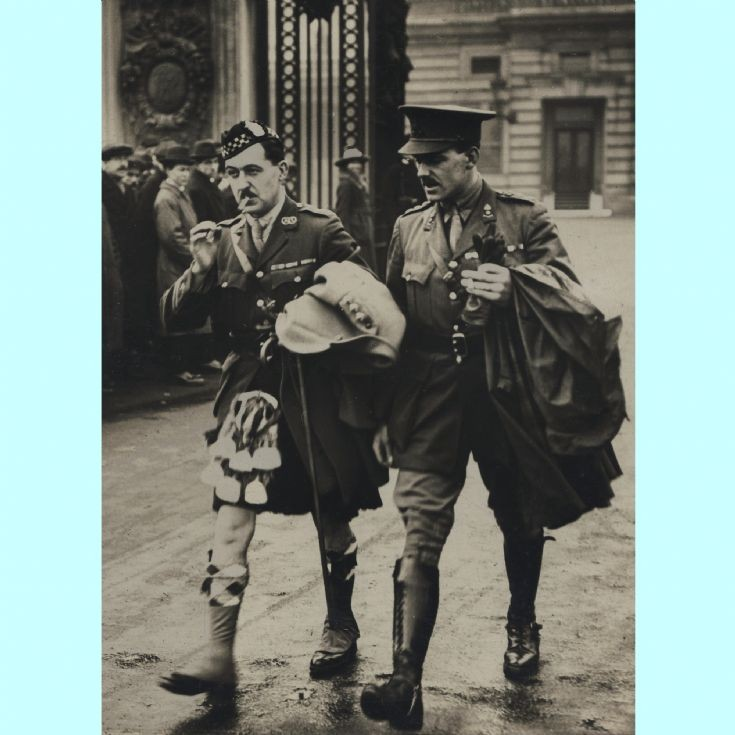 Smokers outside Buck House 1919